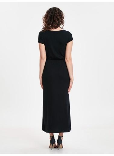 LC Waikiki Beli Büzgü Detaylı Uzun Elbise Siyah